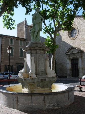 Nizas Langues <br /> <br /> La Place du Griffe, Nizas 34320 -&agrave; 10 minutes de P&eacute;zenas.